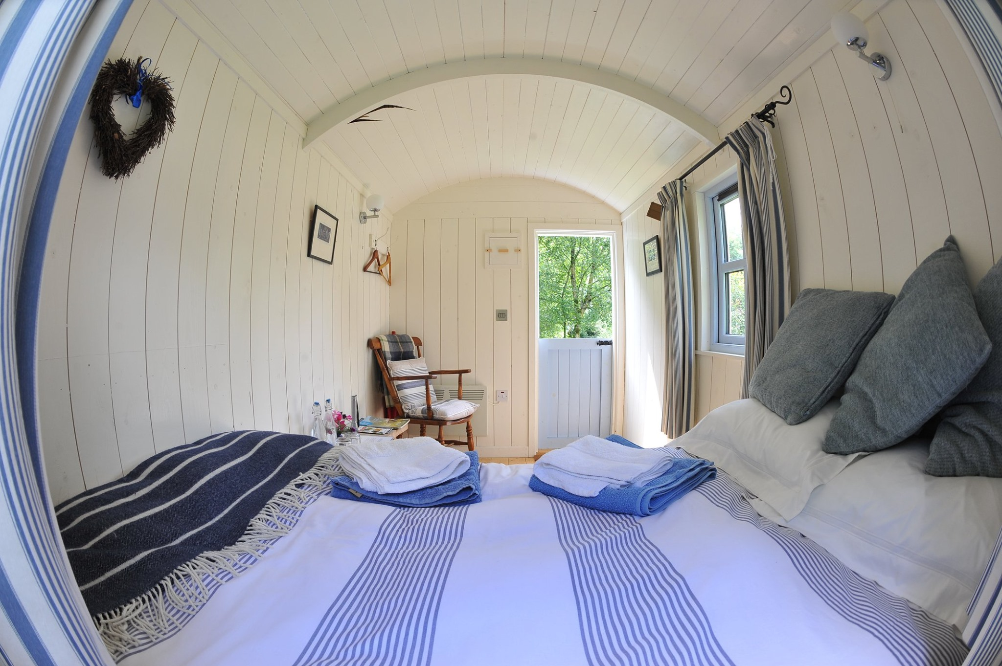 accommodation couple escape shepherds hut carlow